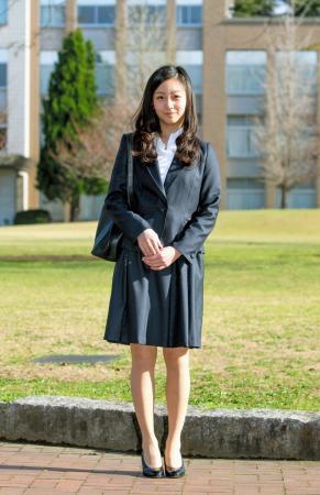 佳子さま、短めのスカートで お股を開いている所を激写されるwwwwww(※画像)のサムネイル画像