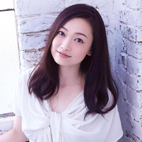 美人すぎる演歌歌手、西田あい「自信があるのは胸」画像ありのサムネイル画像