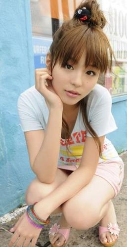 平野綾さん(28)のドスケベなパンティが丸見えになってるwww過激過ぎwwww(画像あり)のサムネイル画像
