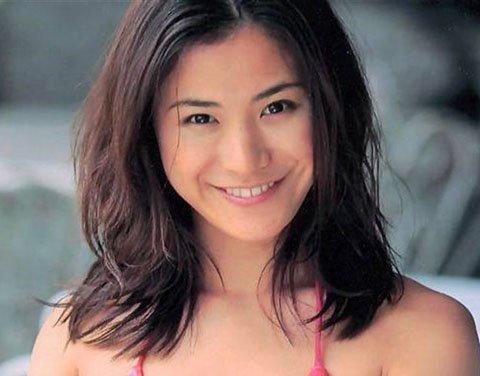 【画像】元グラドル青木裕子さん(40)、現在がエロ過ぎるwwwwwwのサムネイル画像