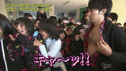 ピース綾部が女子小学生(12)を襲うwwwww(※画像あり)のサムネイル画像