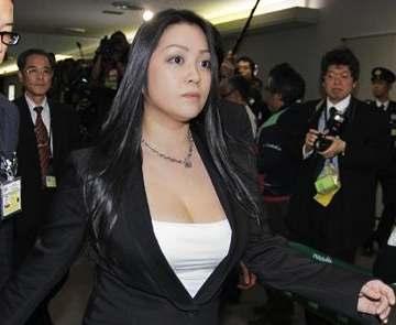 【画像】小向美奈子さん、 最終章が始まる....これアウトだろ....のサムネイル画像
