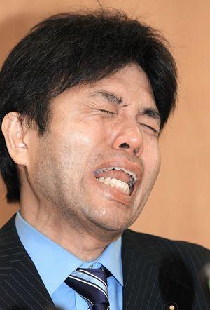 「号泣」野々村議員(49)の現在がヤバイ事になってる件wwwwwのサムネイル画像