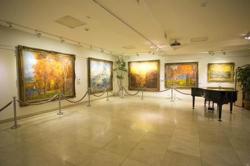 【画像】ヌーディスト美術館で全裸の男女160人がwwwwwのサムネイル画像