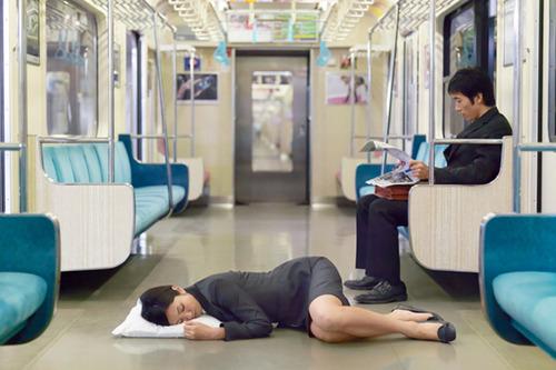 泥酔した女上司(28歳人妻)を家まで送ろうとしたら →→→ どうすんだよこれwwwのサムネイル画像