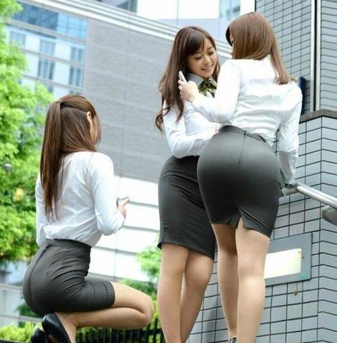 保険営業の女を食事に誘ったら →→→ これマジ・・・?のサムネイル画像