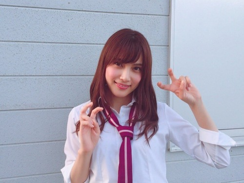 【激写】入山杏奈さん、パックリ開いた穴を晒してしまうwwwwwwのサムネイル画像