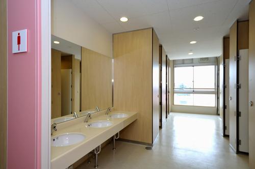 【画像】テレビ朝日が避難所の女子トイレを盗撮wwwww完全にアウトwwwwwのサムネイル画像