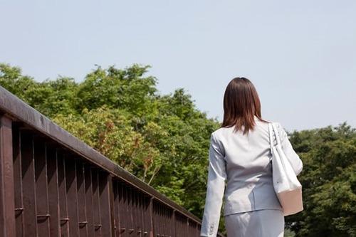 【超驚愕】保険外交員の彼女が、カミングアウト!!!!!wwwwwwのサムネイル画像
