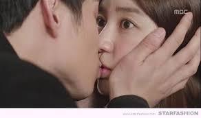 SNSにキス動画を、投稿した女の末路をご覧くださいwwwwのサムネイル画像