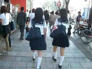 【超朗報!】校則で女子中学生のブラ禁止wwwwwオッパイ丸見えwwwwのサムネイル画像