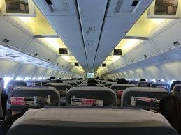 【画像】人妻「飛行機の後ろの席でセックスしてるカップルがいる」→→→のサムネイル画像