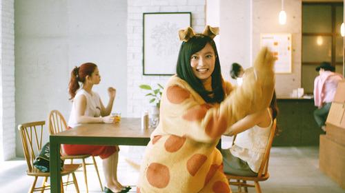 小島瑠璃子の新CMwwwwwwwのサムネイル画像