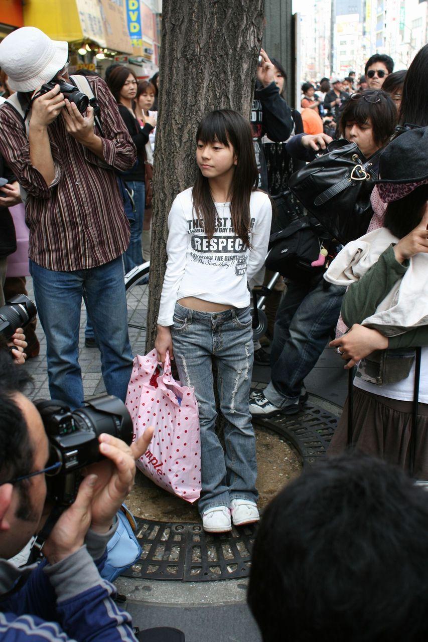 【悲報】ジャップオス、鉄棒で遊ぶ女子小学生達に群がり動画撮影 「これは!これは!」と絶叫興奮してしまう [無断転載禁止]©2ch.net [785146532]YouTube動画>3本 ->画像>101枚