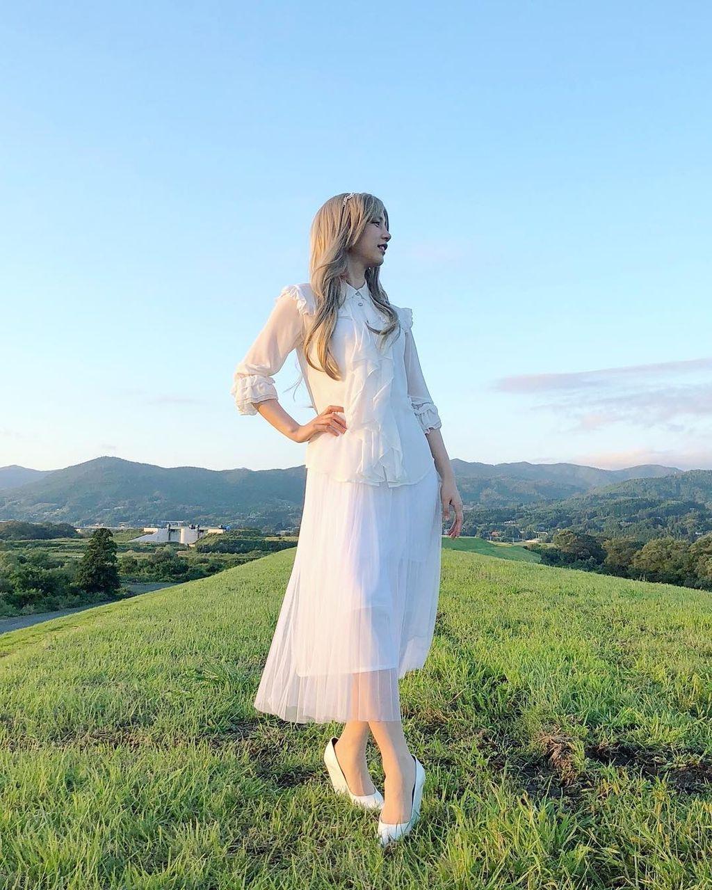 """<のん> """"金髪ロングの女神""""と化す!........岩手県産米CMで・・・「まるで農家のヴィーナス!」"""