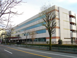 1200px-Japan_Pension_Service_Headquarters1