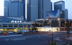 The-takanawa-exit-of-Shinagawa-station_2006
