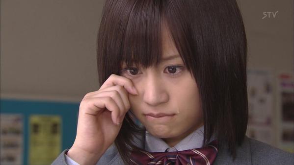 泣いている前田敦子