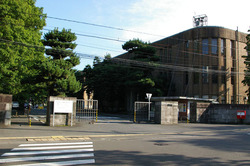 800px-Tohoku_University(Katahira_north_gate)