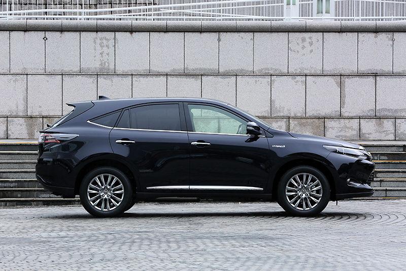 トヨタ新型「ハリアー」発表から一ヶ月で約20,000台の受注~月販目標台数の8倍を記録~