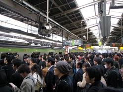 1200px-Rush_hour_at_Shinjuku_02