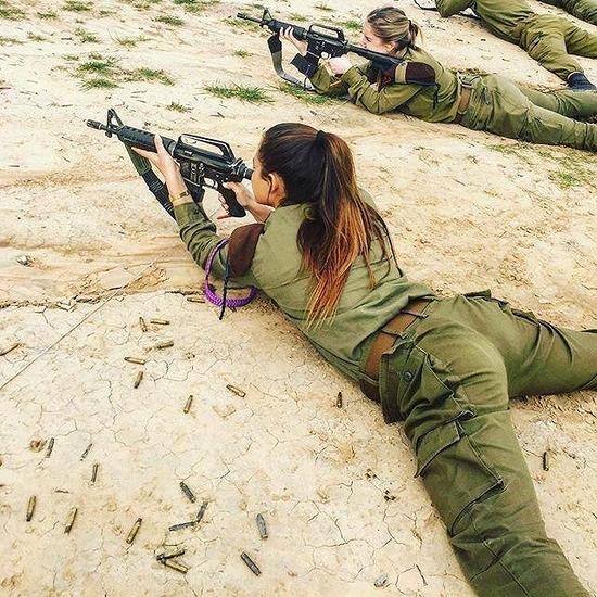 【画像】 イスラエル女性兵士が可愛い過ぎると話題にwwwwwwww
