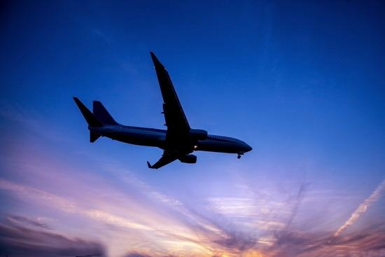 『旅客機が失速し、機首を下にして降下中』← なんJ民ならどうすべきか分かるよな?
