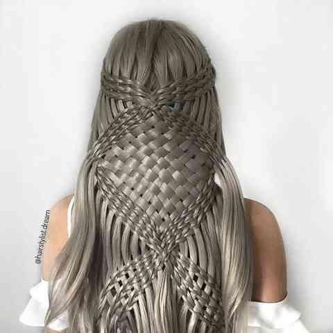 【画像】17歳の少女が作り出す芸術的なヘアスタイルがマジでヤバい・・・