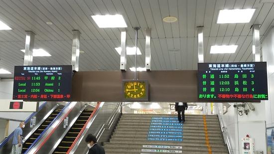 【悲報】静岡駅の電車の時刻表示する案内板、見づらいwww