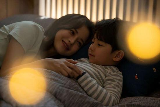子どもと「添い寝」、何歳まで許される?子離れできない母親が増殖中・・・
