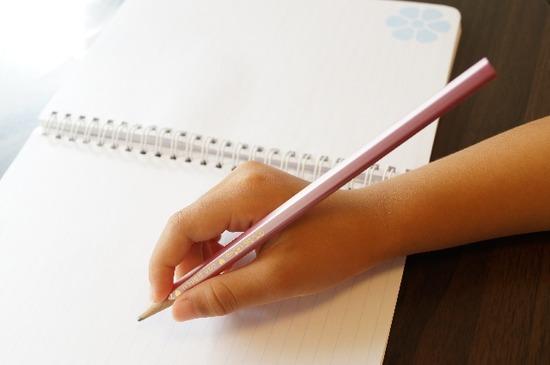 【悲報】ワイが徹夜までして2日で一から完成させた卒業論文、中学生のレポートと評されてしまう・・・