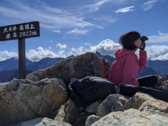 【画像】女さん「仕事で鬱になって死にたかったけど山に登ったら治ったよ!」