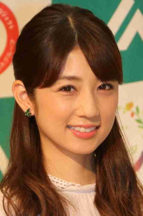 小倉優子、メーク中のガチのすっぴん顔公開キタ━━━━゚∀゚━━━━