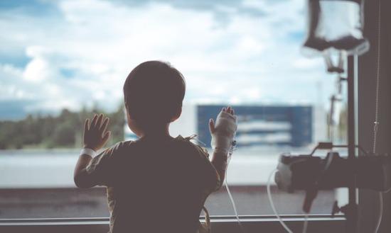 子どもがケガで入院するとコロナ禍で面会制限、その衝撃の末路が・・・