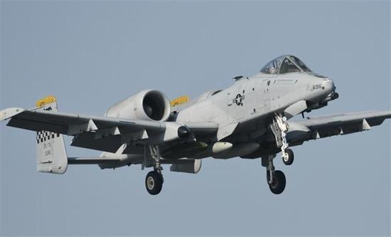 【画像】最強の攻撃機「A-10」の最新モデルがヤバ過ぎるwwwwwwww