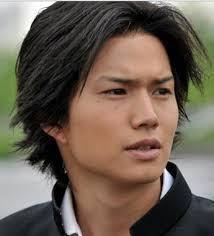 【画像】市原隼人さん、髪型ハゲ上がってしまうwwwwwww