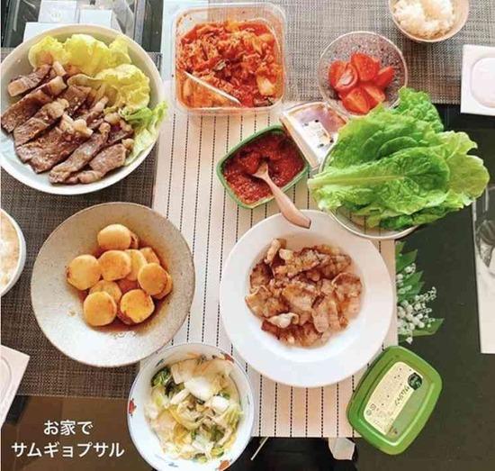 """なぜ2人分!?板野友美「おうち料理画像」に""""同棲匂わせ""""疑惑www"""