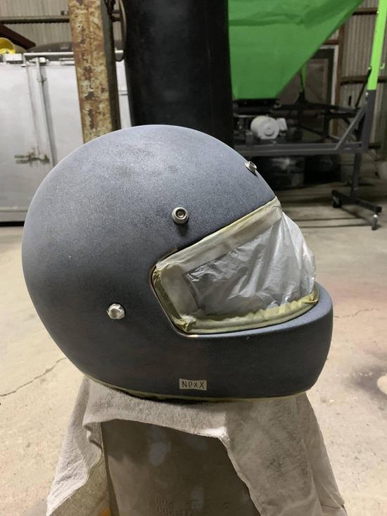 【画像】バイクのヘルメット塗装した結果wwwww