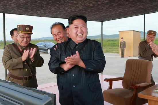 【南北首脳】ムン大統領「金委員長はアメリカの今後の対応次第で核施設を廃棄すると仰ったぞ!」