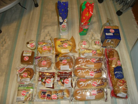 【速報】ドラッグストアで半額の食い物22個買ってきたぞwww