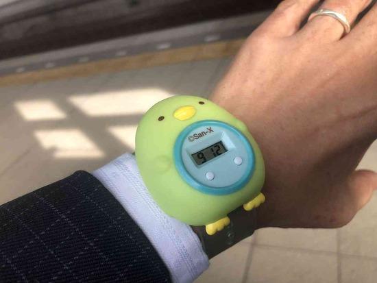 「パパこれ着けてくよね?」娘からプレゼントされた時計を着けて出社するお父さんの姿が話題www