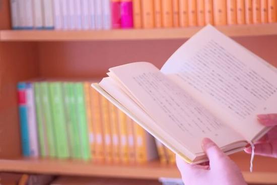 「夫が毎月1万円も本を買う。使いすぎでは?」妻の悩みが炎上wwwww