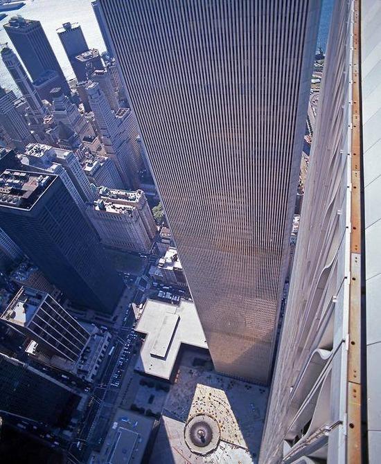 【画像】911で貿易センタービルから飛び降りた奴らの目線wwwww