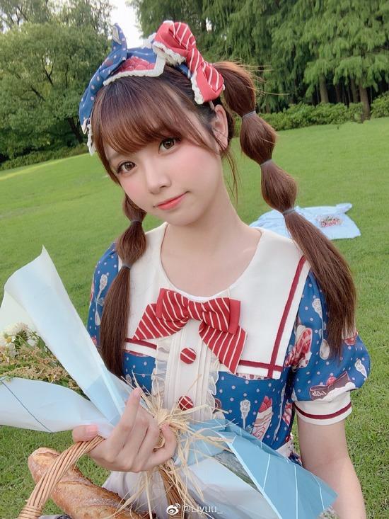 【画像】彼女がこんな服装でピクニックに来たらどうする?wwwwwwwww