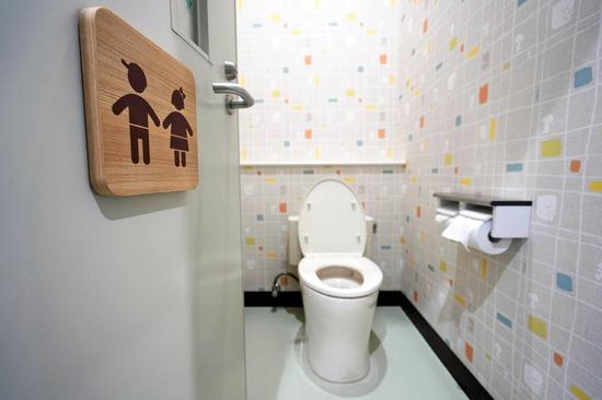 【画像】 最近の学校のトイレをご覧くださいwww
