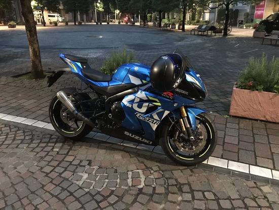 【画像】ワイのバイク、公園で駐車したらヤバいやつwww
