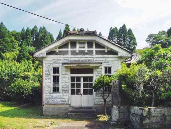 【画像】トトロの家みたいなヤバい物件が激安で売られている件wwwww