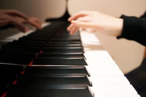 【画像】台湾のピアノYoutuber、セクシーすぎるwwwww