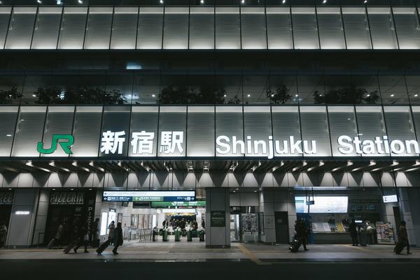 【クッソ迷惑】JR新宿駅で男が刃物を持って暴れた理由・・・
