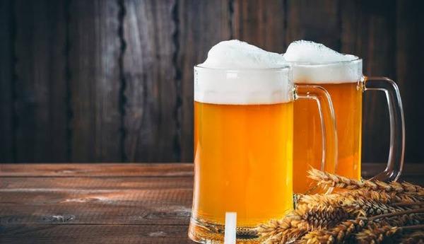 ビール会社「若者が全然ビール飲まないせいで過去最低売上なの、助けて」